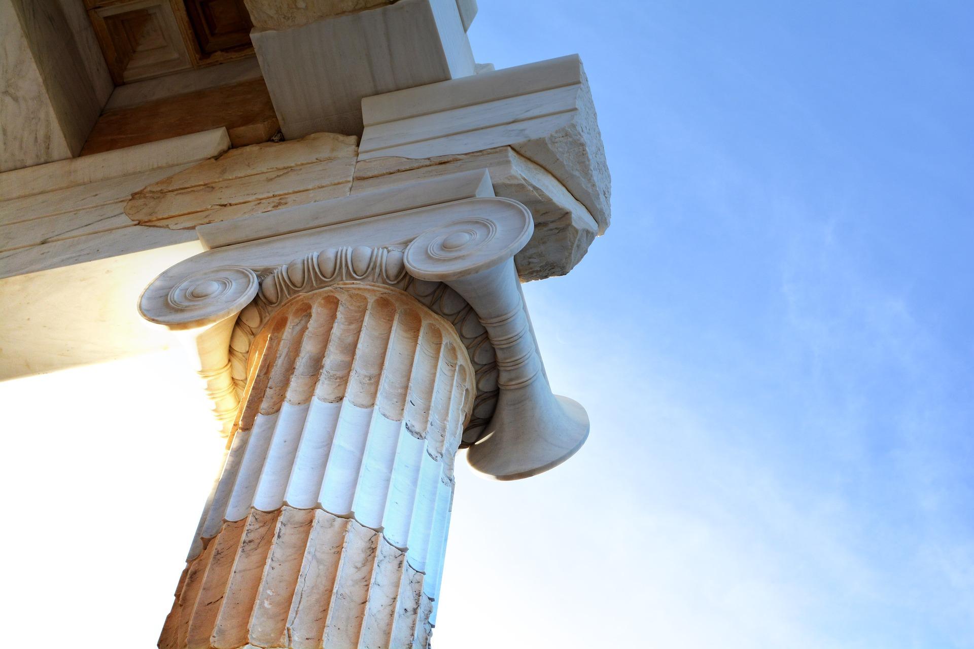profonda conoscenza degli istituti giuridici, coniugata a un approccio fortemente strategico calato nella dinamica processuale